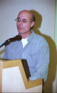 בתמונה: פרופ' גידי רכבי בחניכת המרכז הארצי לחולי A-T בשנת 2004